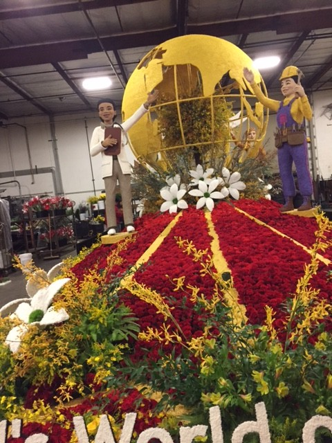 The AIDS Healthcare Foundation float. Sherman, another floral designer and two volunteers executed this design. (Photo courtesy of Cynthia Sherman)